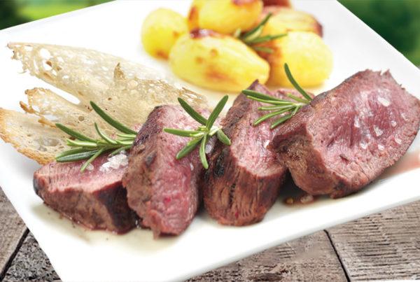 Tagliata tenera di roastbeef bovino  fiorani e c. azienda di produzione carne piatto e ambiente