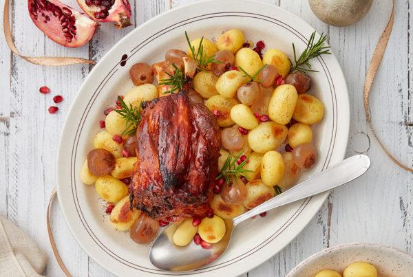 Ricetta fiorani stinco al forno con cipolline patate e melograno